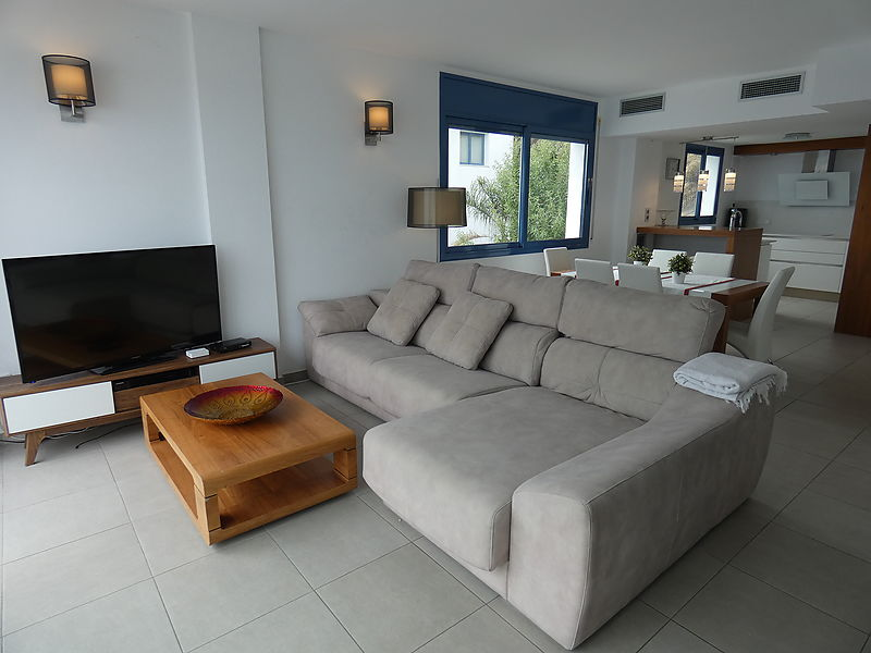 Superb modern house with sea view for sale in Rosas