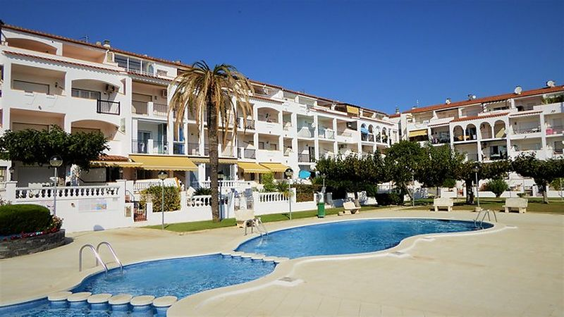 Apartment with community pool in Empuriabrava