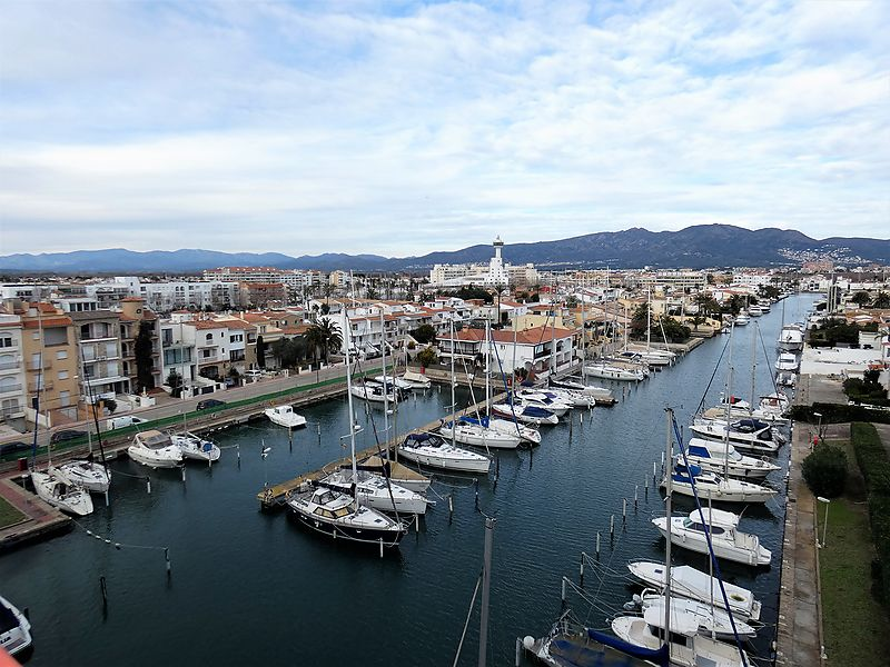 Superb duplex for sale in 1st sea line in Empuriabrava