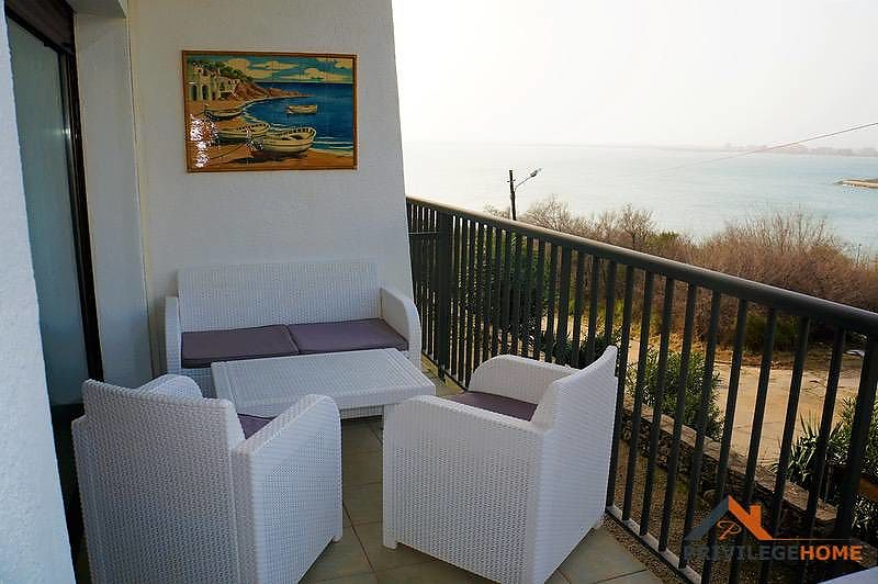 3 bedroom apartment with sea view for sale in Rosas