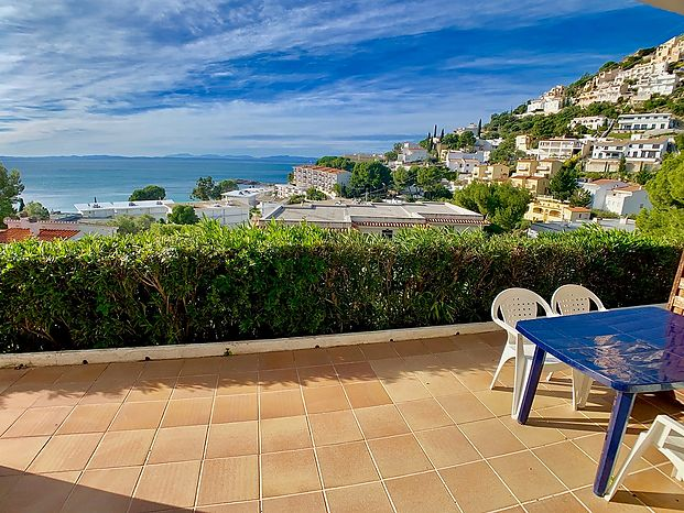 Apartment with superb sea view in Rosas
